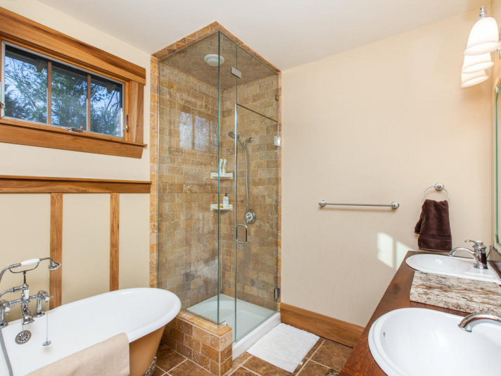 1 Shakespeare Cir Black-022-25-Bathroom-MLS_Size