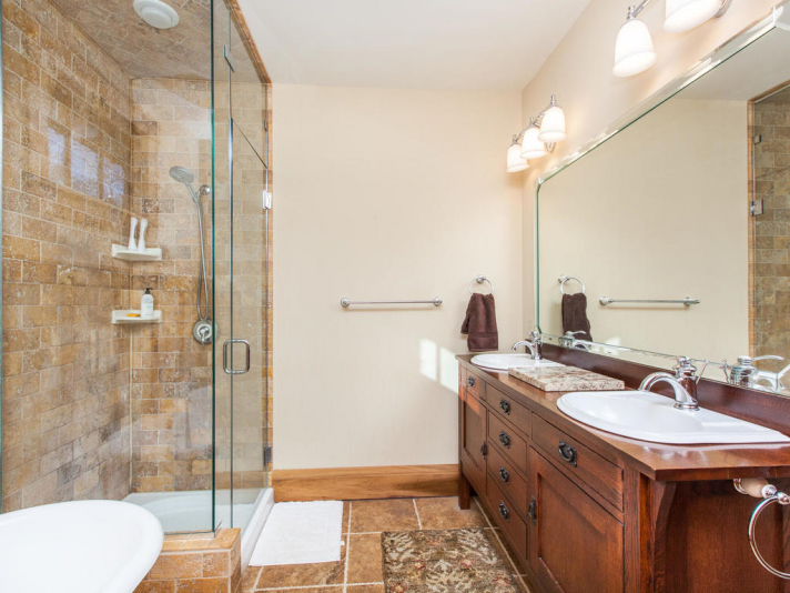 1 Shakespeare Cir Black-023-29-Bathroom-MLS_Size