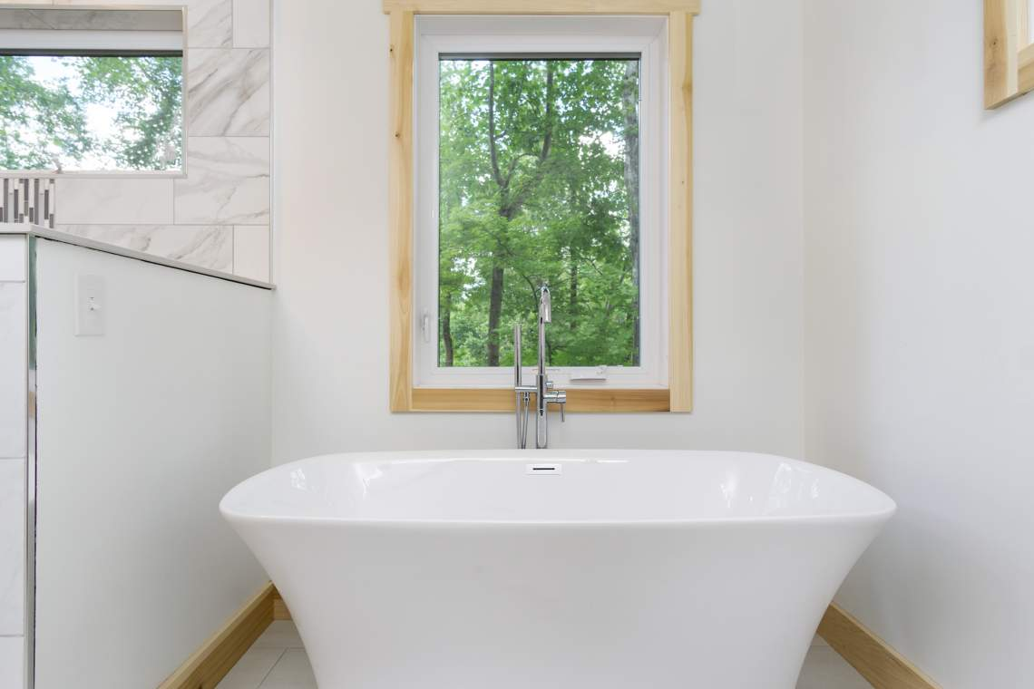 14-Master-Bath-Tub