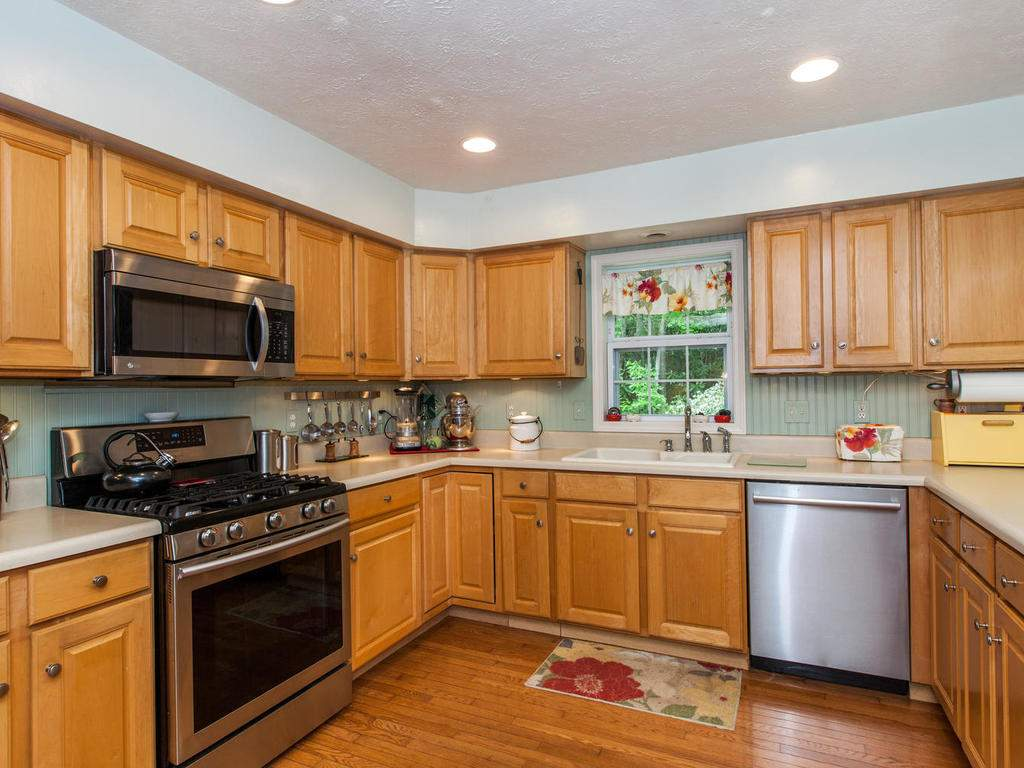 16-Daniel-Ln-Black-Mountain-NC-013-12-Kitchen-MLS_Size