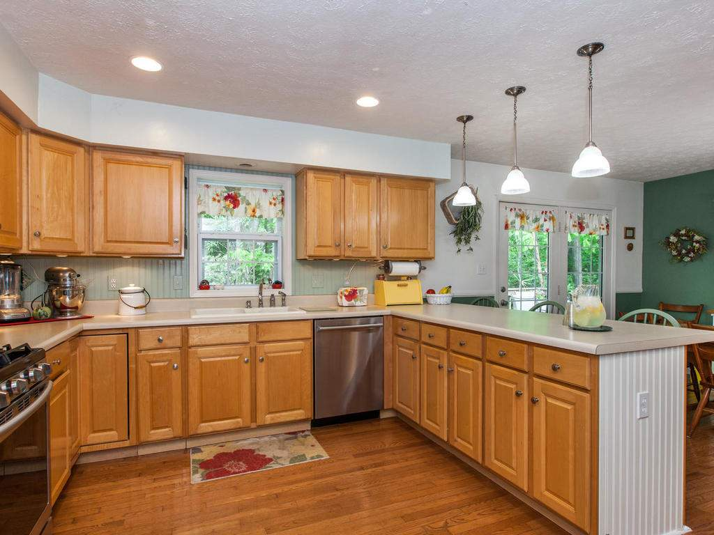 16-Daniel-Ln-Black-Mountain-NC-014-10-Kitchen-MLS_Size