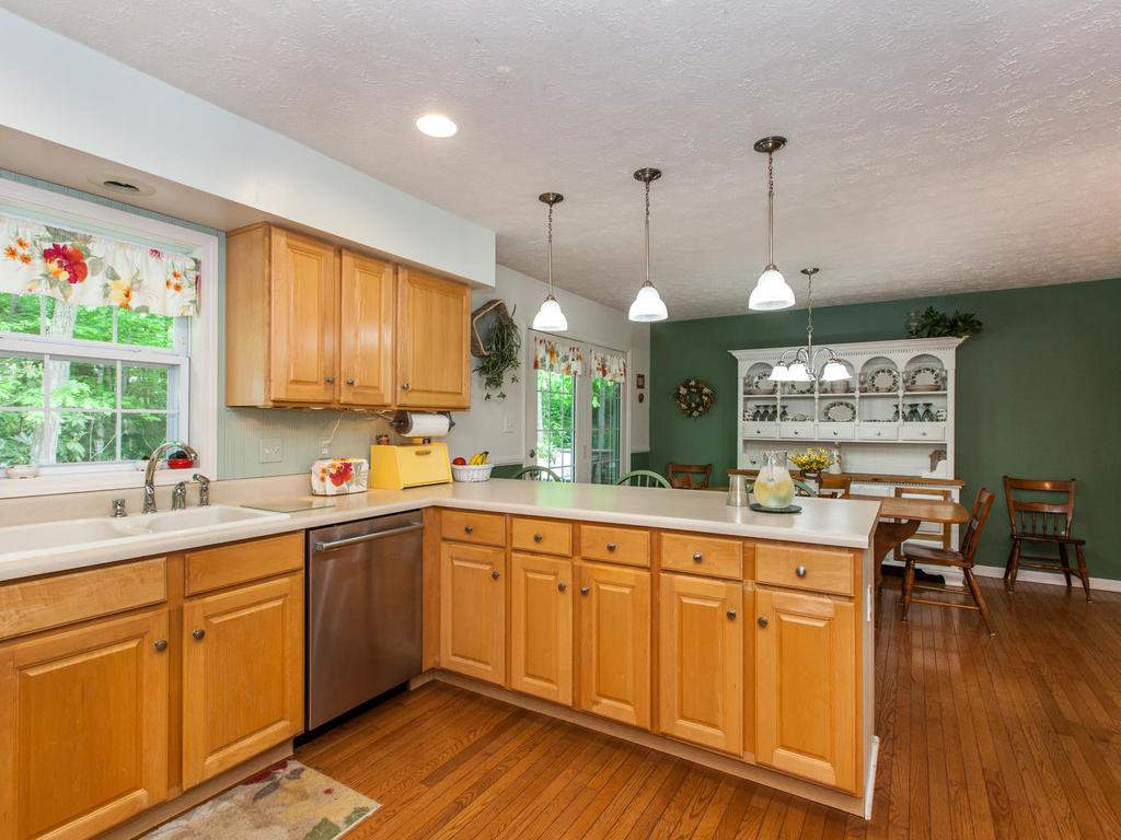 16-Daniel-Ln-Black-Mountain-NC-015-16-Kitchen-MLS_Size