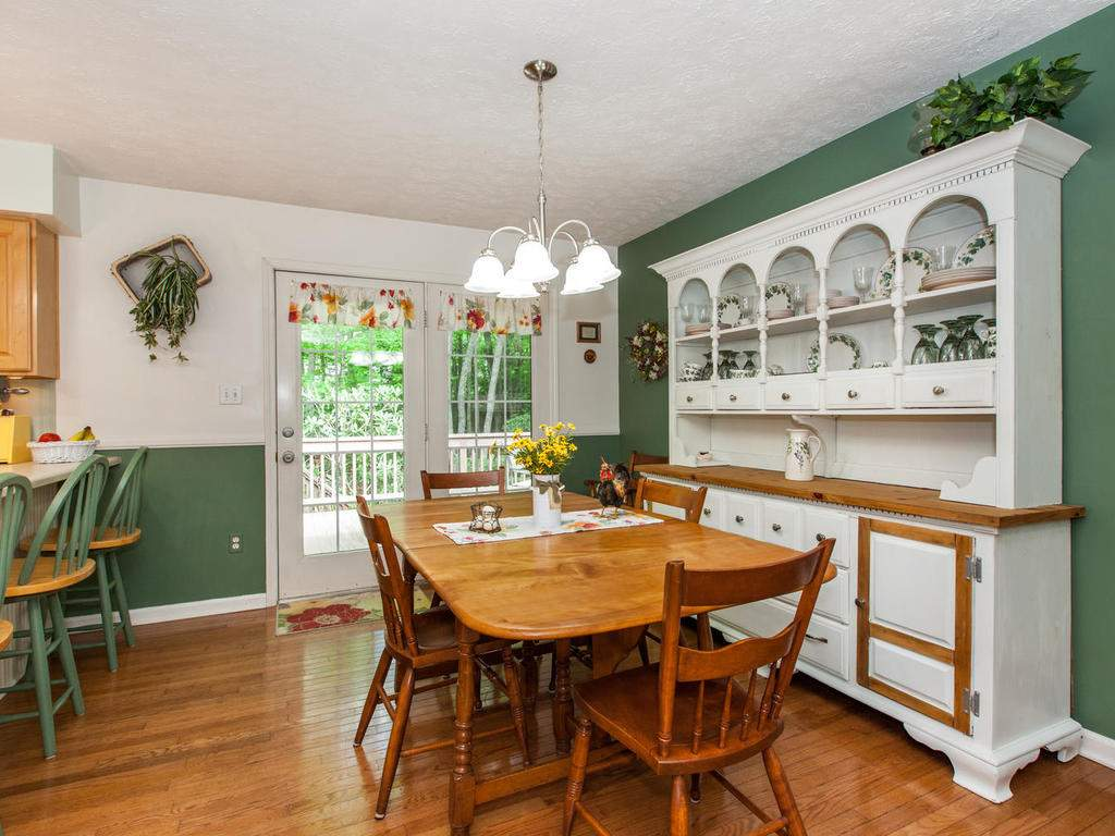 16-Daniel-Ln-Black-Mountain-NC-016-36-Breakfast-Area-MLS_Size