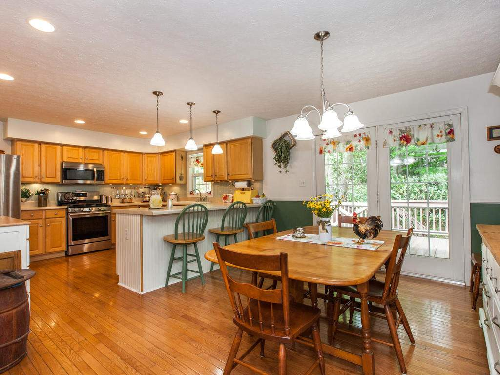 16-Daniel-Ln-Black-Mountain-NC-017-21-Breakfast-Area-MLS_Size