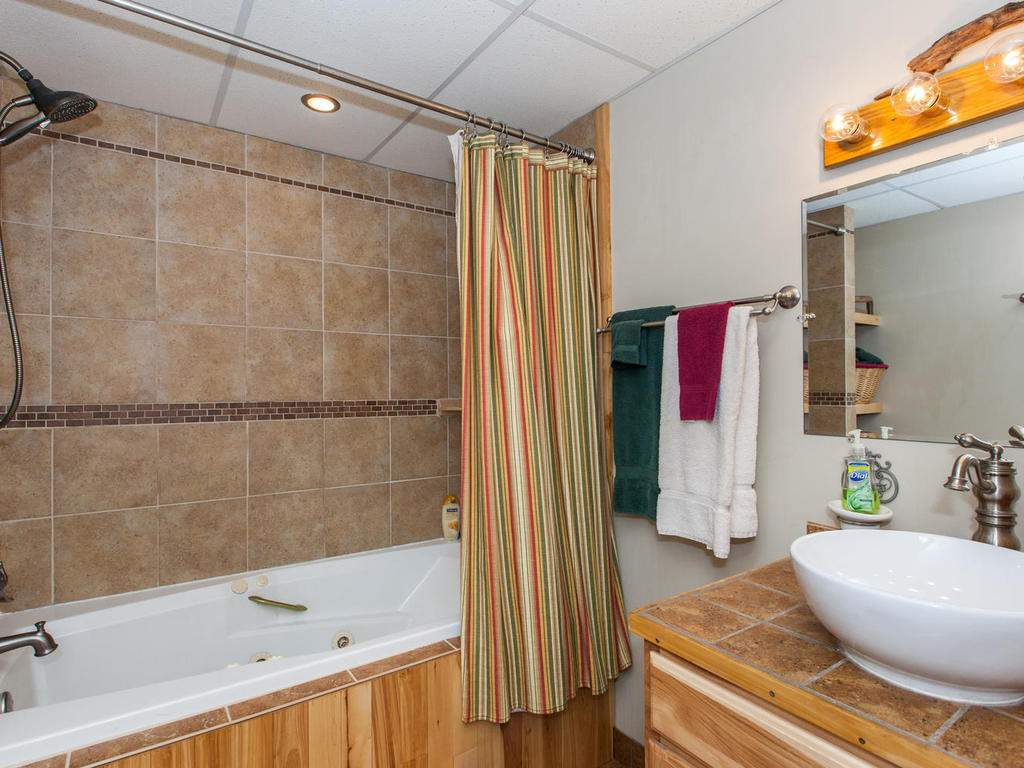 16-Daniel-Ln-Black-Mountain-NC-031-26-Bathroom-MLS_Size