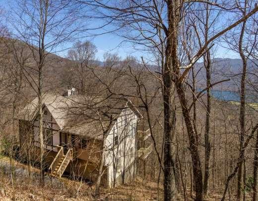 16 Lake Wood Avenue, Black Mountain
