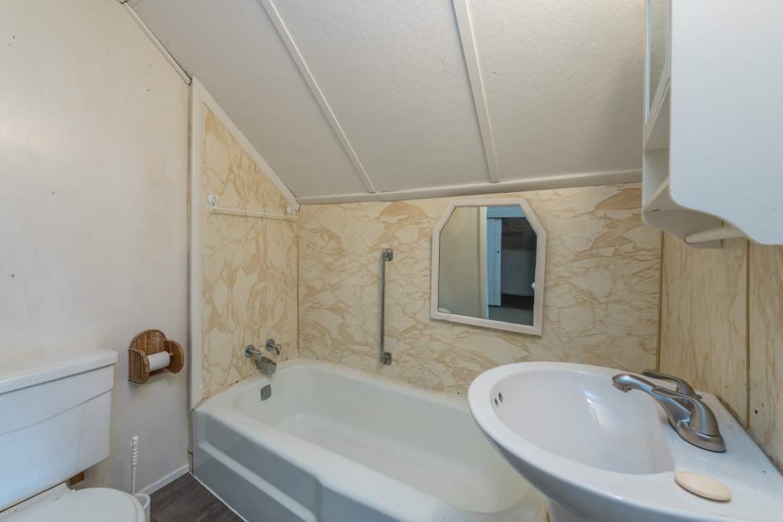 Bath-on-Upper-Level