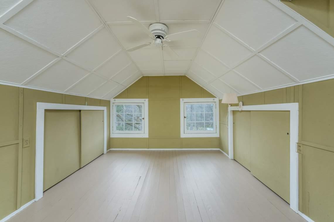 Bedroom-on-Upper-Level