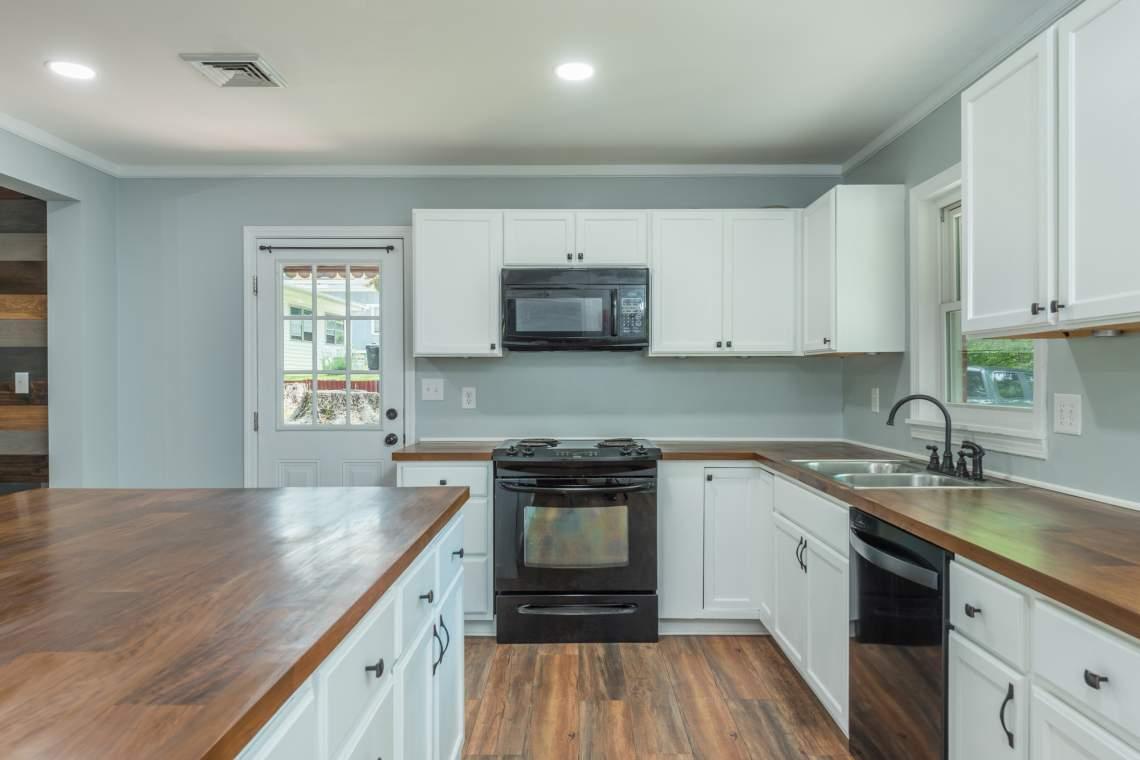 7-Kitchen-Side