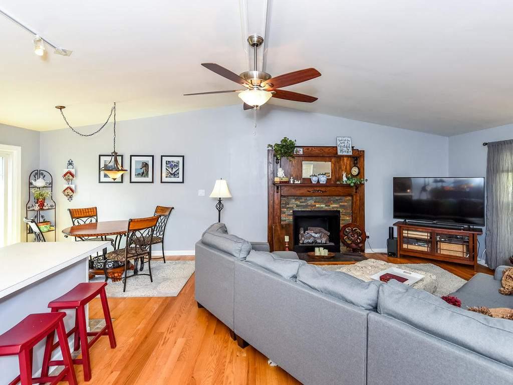 34-Knoll-Ridge-Dr-Asheville-NC-003-3-Living-Room-MLS_Size