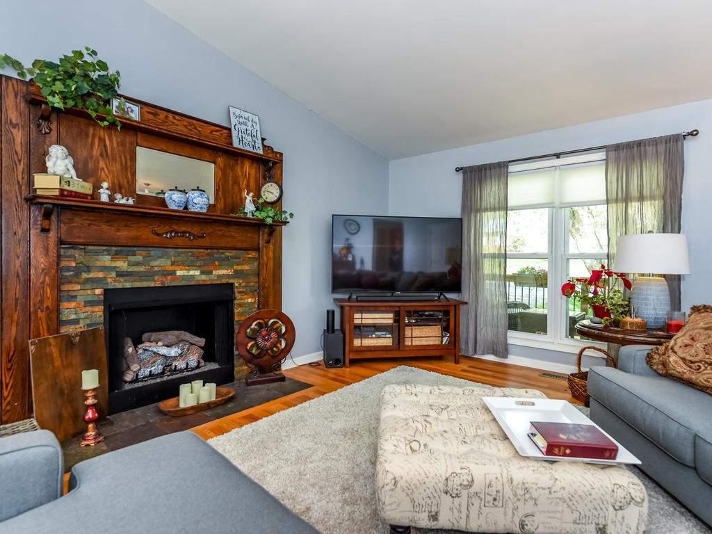 34-Knoll-Ridge-Dr-Asheville-NC-004-2-Living-Room-MLS_Size
