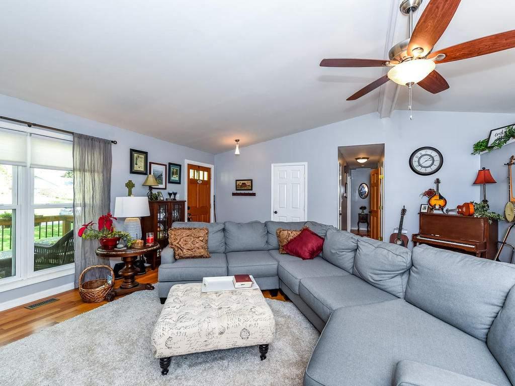 34-Knoll-Ridge-Dr-Asheville-NC-005-47-Living-Room-MLS_Size