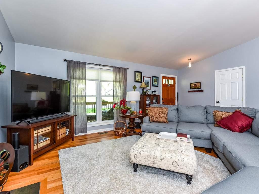 34-Knoll-Ridge-Dr-Asheville-NC-006-5-Living-Room-MLS_Size