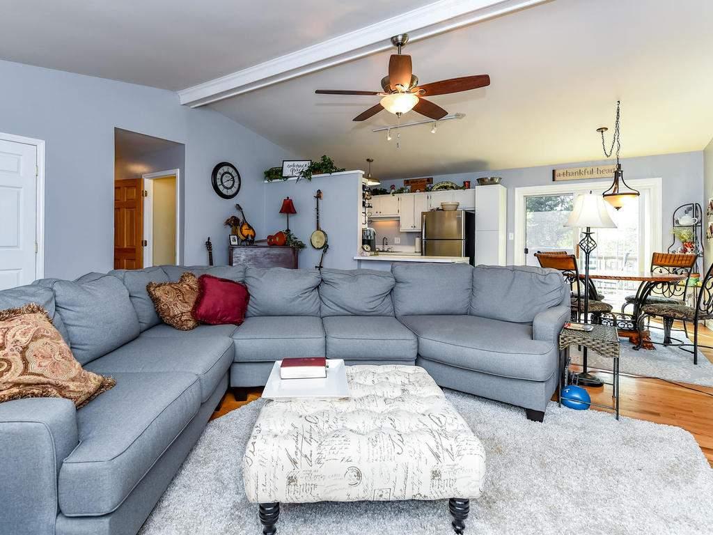 34-Knoll-Ridge-Dr-Asheville-NC-007-8-Living-Room-MLS_Size