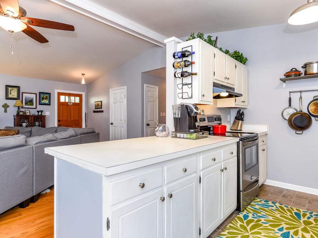 34-Knoll-Ridge-Dr-Asheville-NC-013-7-Kitchen-MLS_Size