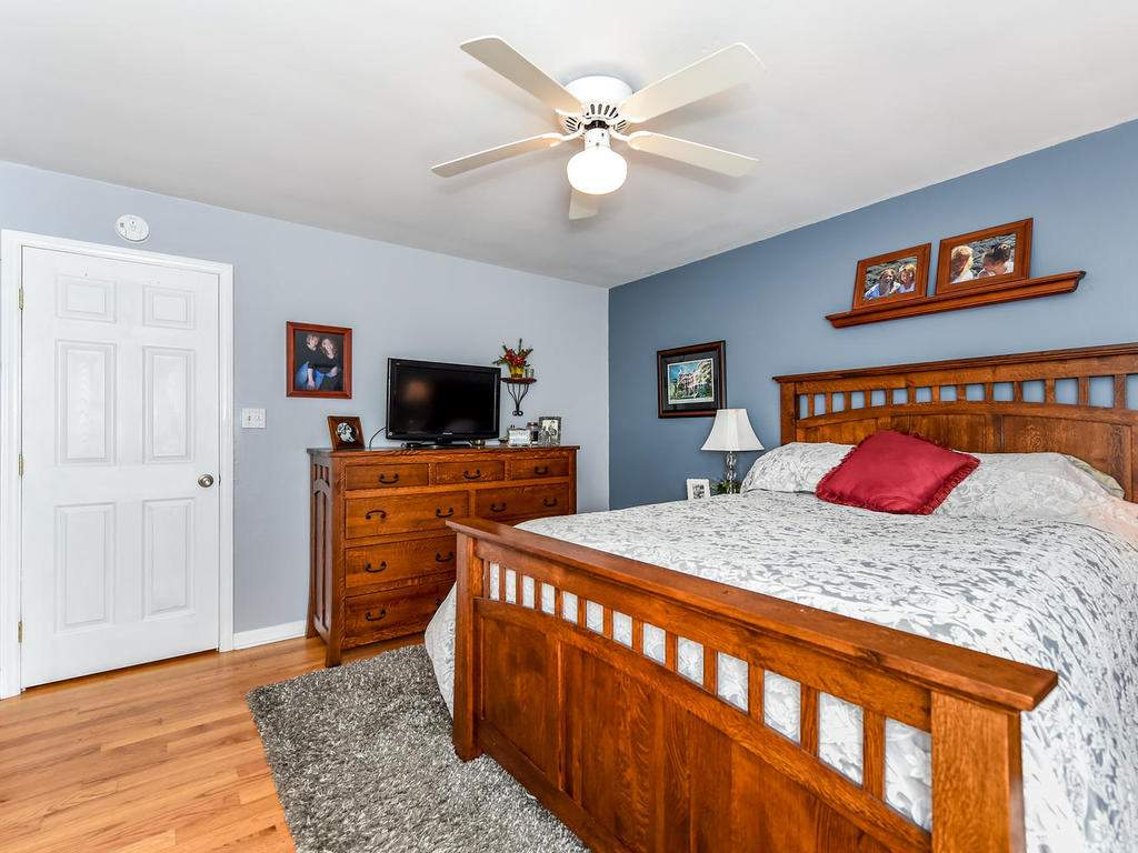34-Knoll-Ridge-Dr-Asheville-NC-018-12-Master-Bedroom-MLS_Size