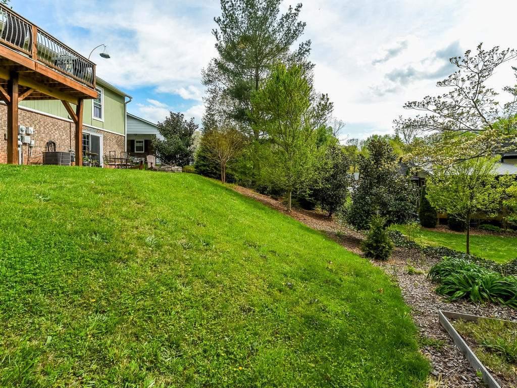 34-Knoll-Ridge-Dr-Asheville-NC-037-38-Back-Yard-MLS_Size
