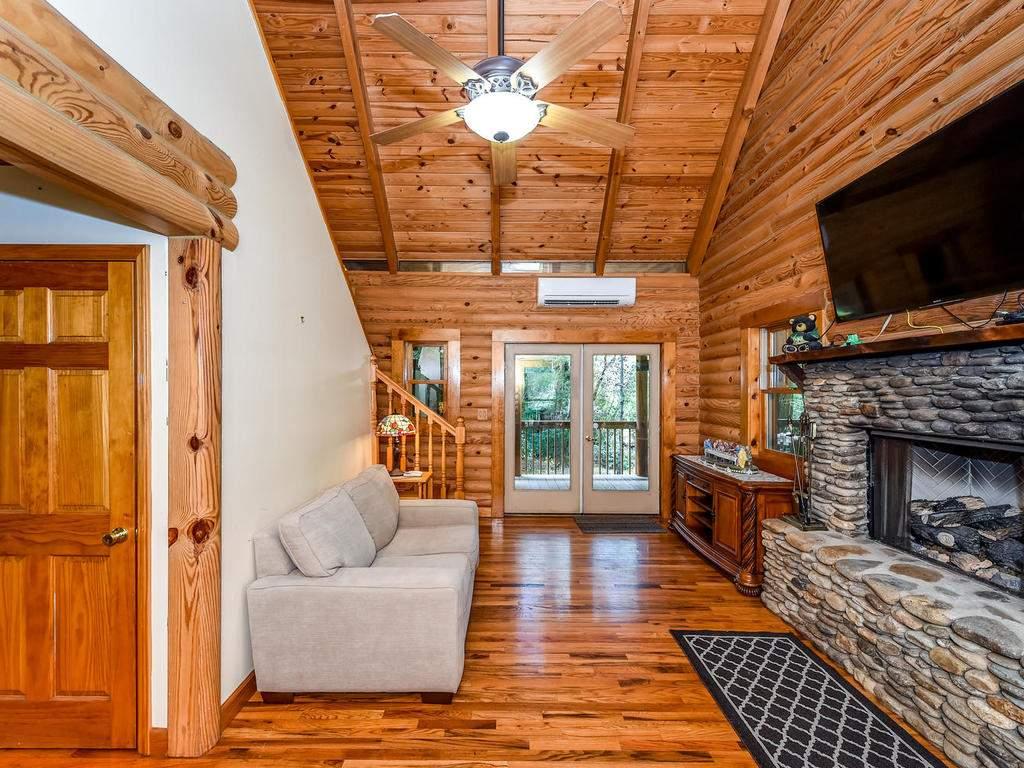 699-N-Oconeechee-Ave-Black-004-1-Living-Room-MLS_Size