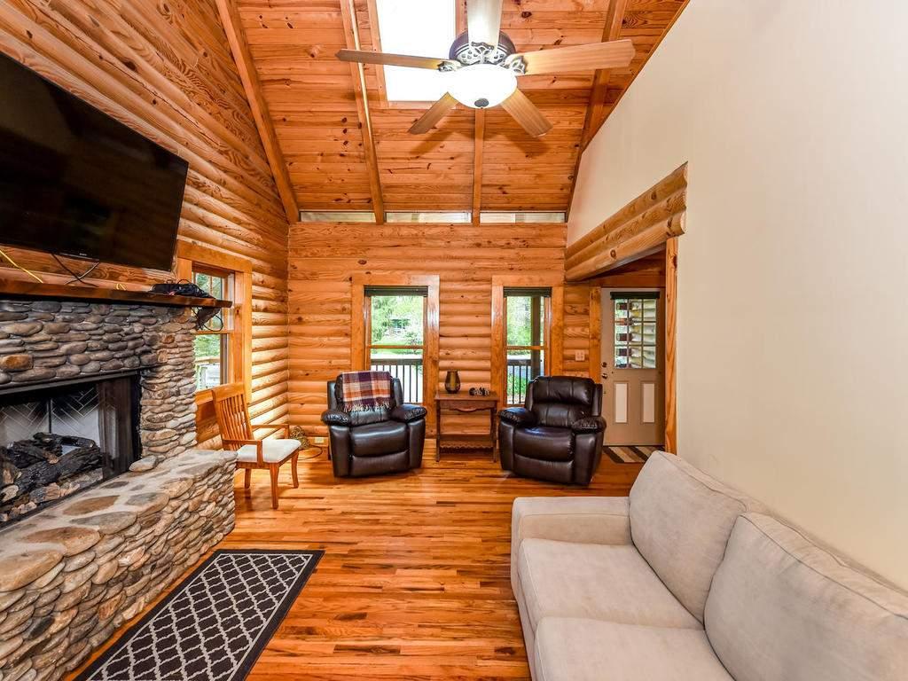699-N-Oconeechee-Ave-Black-006-2-Living-Room-MLS_Size