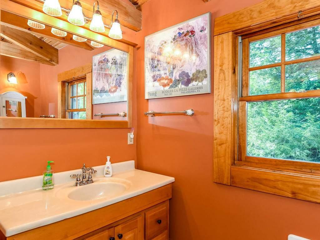 699-N-Oconeechee-Ave-Black-010-4-Bathroom-MLS_Size