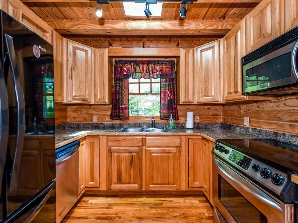 699-N-Oconeechee-Ave-Black-015-35-Kitchen-MLS_Size
