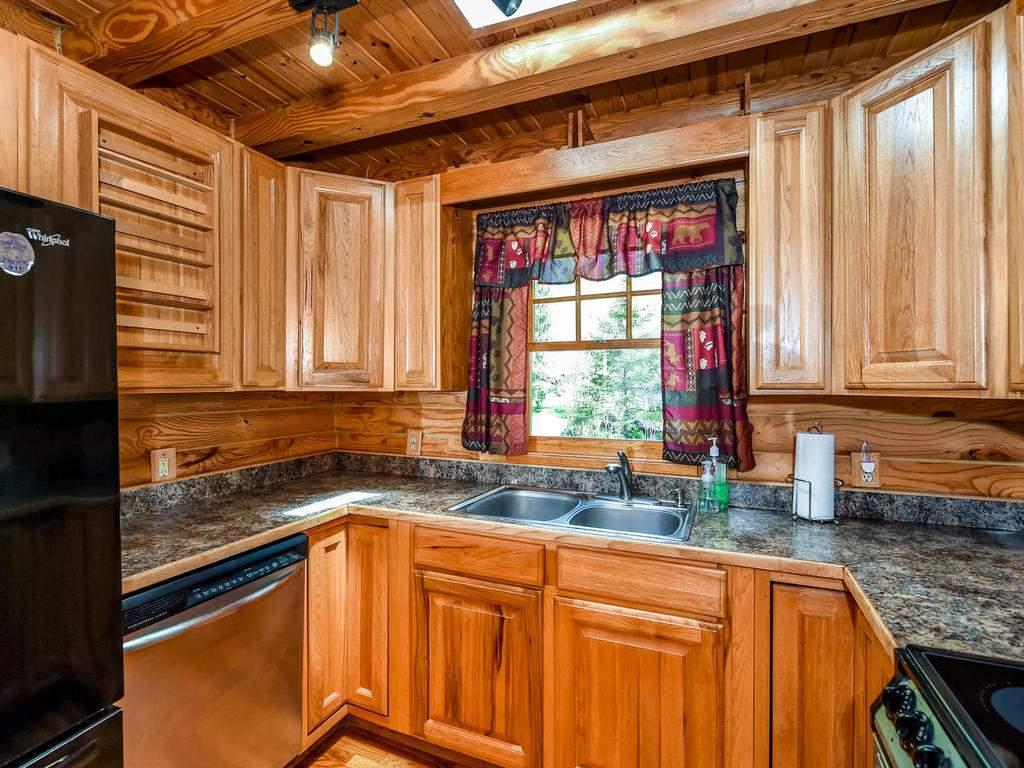 699-N-Oconeechee-Ave-Black-016-27-Kitchen-MLS_Size