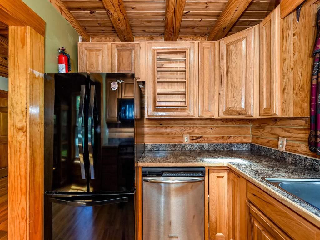 699-N-Oconeechee-Ave-Black-017-5-Kitchen-MLS_Size