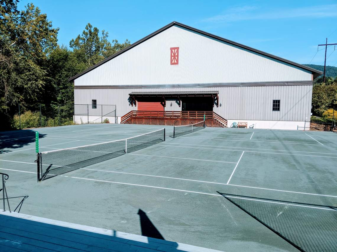 Creekside Racquet Club | Har-Tru Courts and Indoor Courts Building