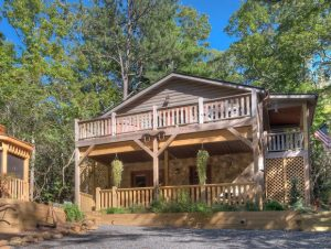 Larry's Log Cabin Vacation Rental